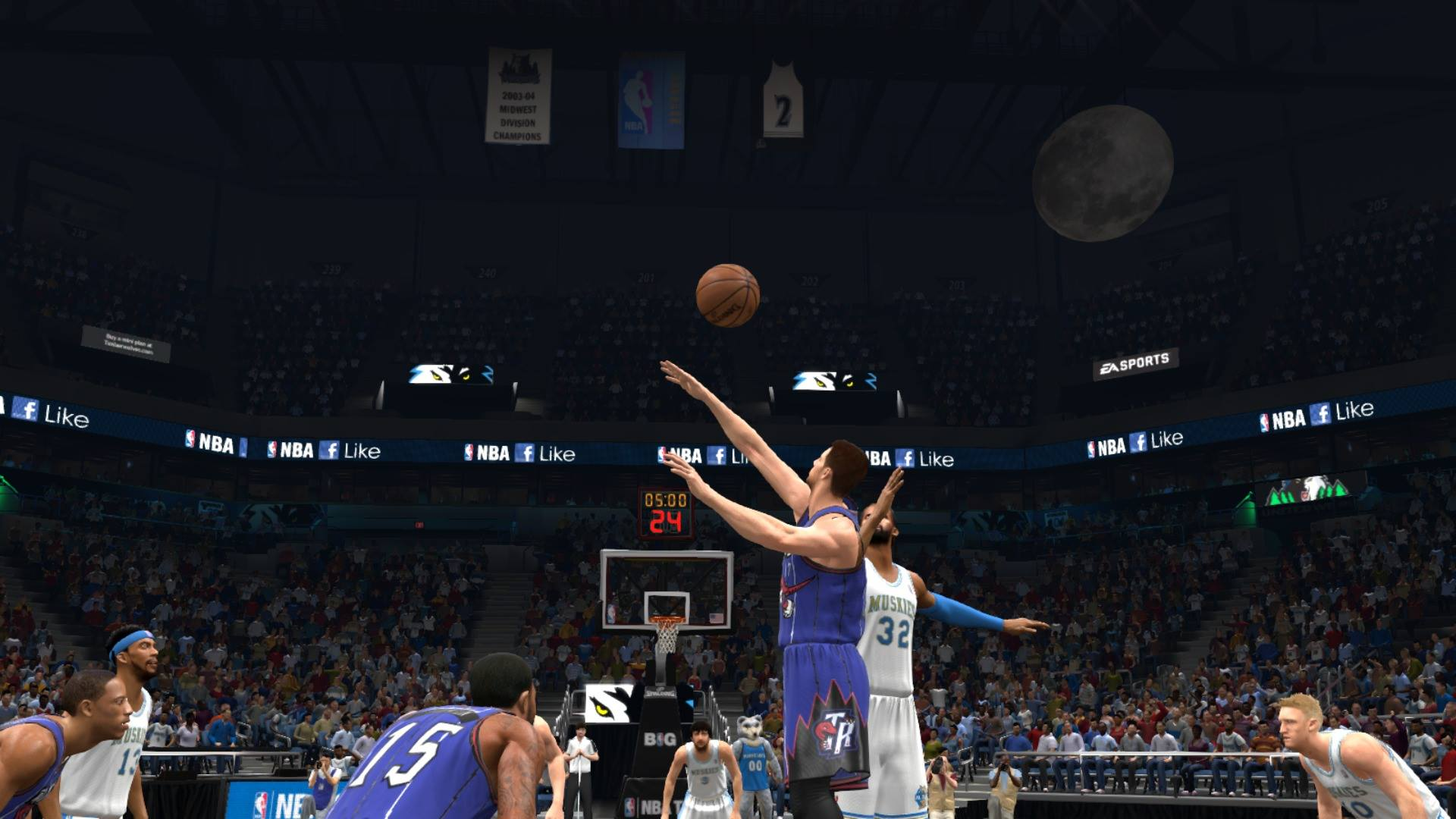 Moon in Target Center NBA Live 14 Tipoff