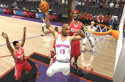 Cover player Vince Carter dunks in NBA Live 2004