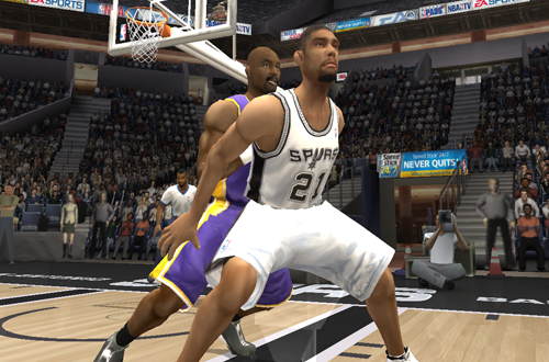Tim Duncan posts up in NBA Live 2004